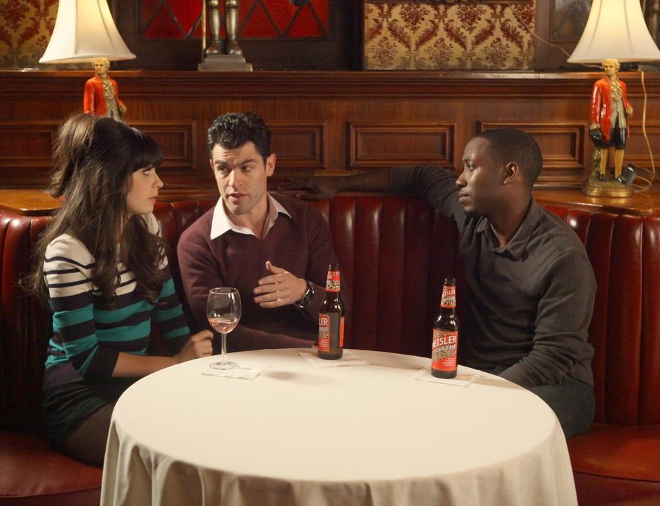 Machen sich Sorgen um Nick: Jess (Zooey Deschanel, l.), Schmidt (Max Greenfield, M.) und Winston (Lamorne Morris, r.) ... - Bildquelle: 2012 Twentieth Century Fox Film Corporation. All rights reserved.