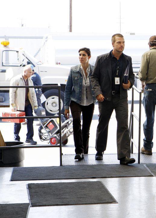 Ein neuer Fall beschäftigt Special Agent G. Callen (Chris O'Donnell, r.) und Special Agent Kensi Blye (Daniela Ruah, l.) ... - Bildquelle: CBS Studios Inc. All Rights Reserved.