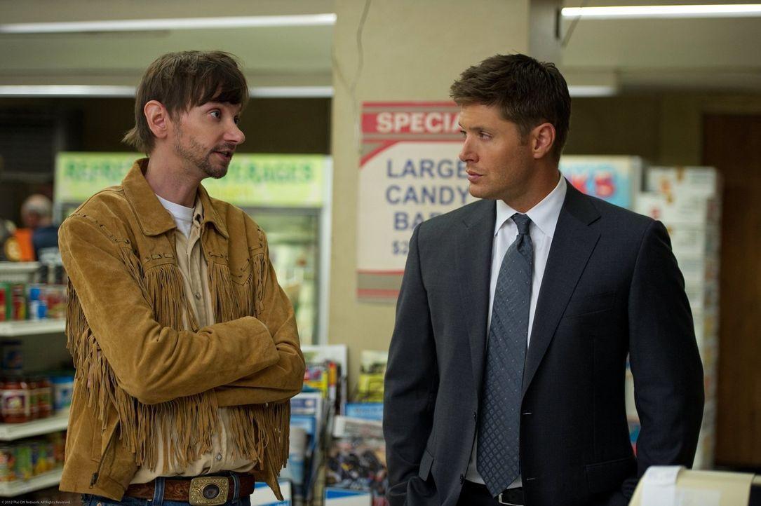 Als Dean (Jensen Ackles, r.) bei seinem neuesten Fall auf Garth (DJ Qualls, l.) trifft, kann er nicht glauben, dass dieser meint, Bobbys Aufgaben üb... - Bildquelle: Warner Bros. Television