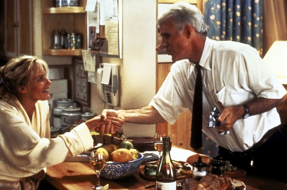 Roxanne (Daryl Hannah, l.) bittet C. D. Bales (Steve Martin, r.) um Hilfe: Sie hat sich in seinen jungen Kollegen Chris verliebt, der zu schüchtern... - Bildquelle: Copyright   1987 Columbia Pictures Industries, Inc. All Rights Reserved.