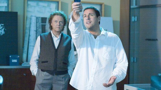 Klick - Michael (Adam Sandler, r.) bittet Morty (Christopher Walken, l.), den...