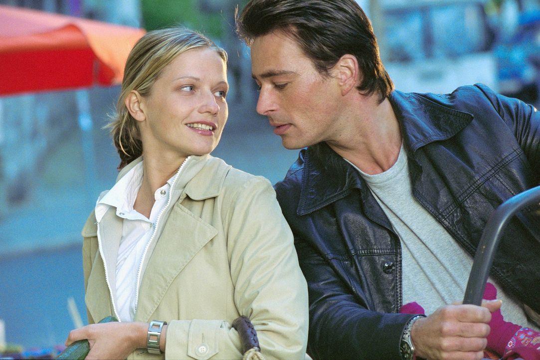 Ende gut, alles gut: Mark (Jan Sosniok, r.) und Lara (Doreen Jacobi, l.) ... - Bildquelle: Gordon Mühle ProSieben