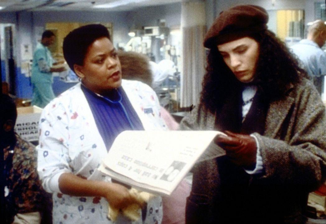 Da Carol Hathaway (Julianna Margulies) ein grober Fehler, der zum Tod eines Patienten führte, unterlaufen ist, muss sie sich der Krankenhausverwalt... - Bildquelle: TM+  2000 WARNER BROS.