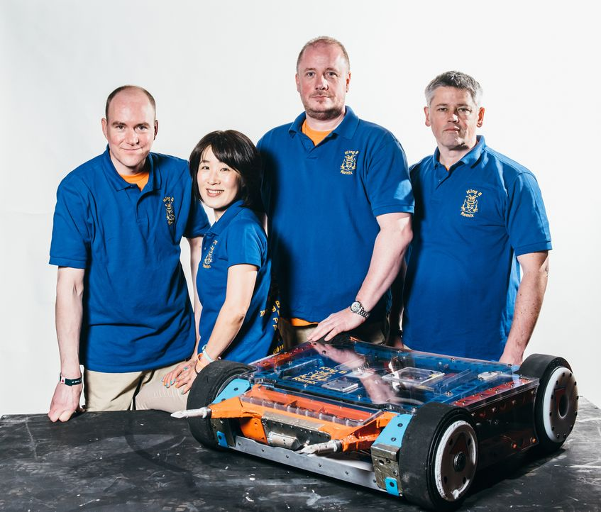 Die vier MItglieder des Teams King B Remix haben ihr ganzes technisches Know-How in ihren Roboter gesteckt. Doch wird das ausreichen, um die gegneri... - Bildquelle: Andrew Rae