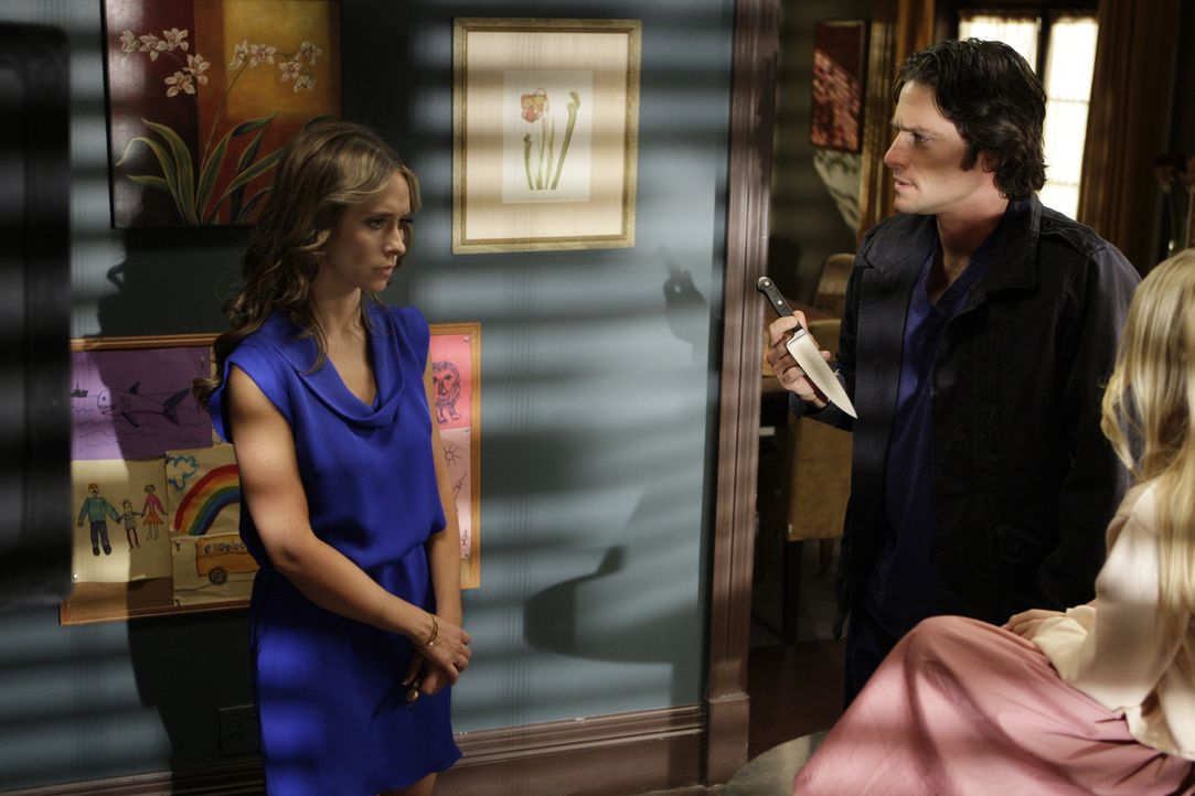 Jim (David Conrad, M.) kann es nicht ertragen, dass der Geist von Julia (Madison Leisle, r.), seinen Sohn bedroht. Er will, dass Melinda (Jennifer L... - Bildquelle: ABC Studios