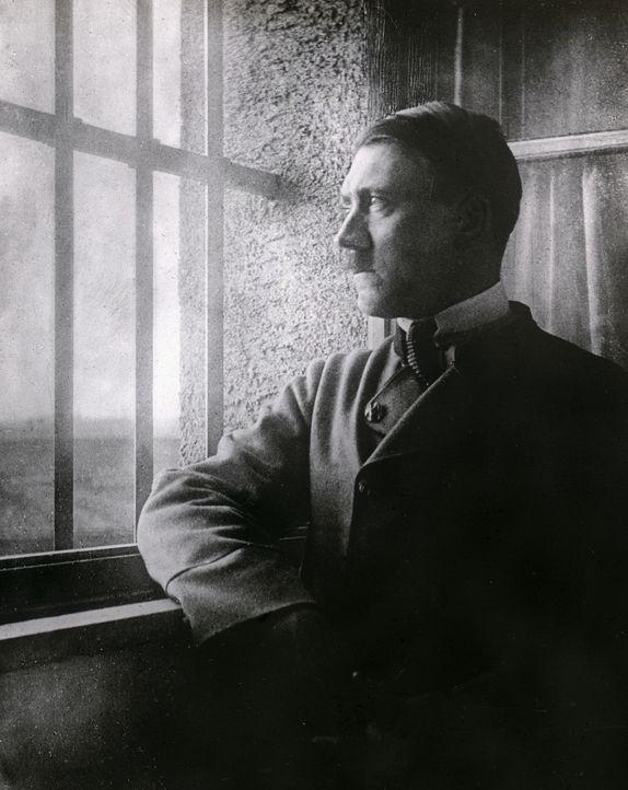 Hochverräter Hitler in der Festung Landsberg nach seinem gescheiterten Putschversuch - Bildquelle: Imagno Imagno/Thomas Sessler Verlag