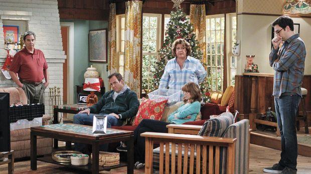 Als Carols (Margo Martindale, 3.v.l.) Eltern übers Wochenende zu Besuch komme...