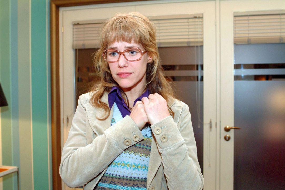 Lisa (Alexandra Neldel) hat vergeblich versucht, David gegenüber ihren Ausbruch zu rechtfertigen - umsonst - er komplimentiert sie kurzerhand aus se... - Bildquelle: Monika Schürle Sat.1