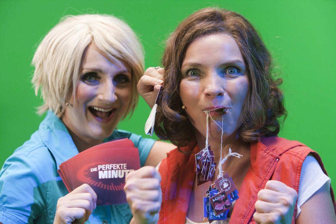 (5. Staffel) - Die Perfekte Minute: Ulla Kock am Brink (Petra Nadolny, l.) und eine mutige Kandidatin (Martina Hill, r.) ... - Bildquelle: Kai Schulz ProSieben