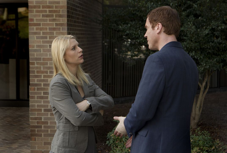 Aus Angst vor einem drohenden Terrorangriff besucht Saul Aileen im Staatsgefängnis. Währenddessen kommen sich Carrie (Claire Danes, l.) und Brody... - Bildquelle: 20th Century Fox International Television