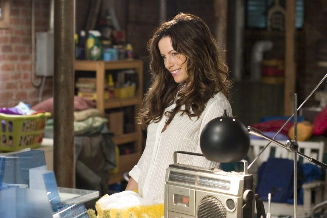Durch eine universelle Fernbedienung ändert sich das Leben von Michael und seiner attraktiven Frau Donna (Kate Beckinsale) schlagartig ... - Bildquelle: Sony Pictures Television International. All Rights Reserved.