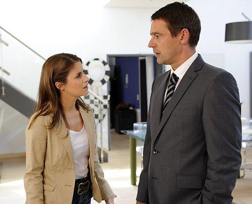 Bea ist schockiert, als sie von Stefan hört, dass Ben das Land verlassen hat ... - Bildquelle: Christoph Assmann - Sat1