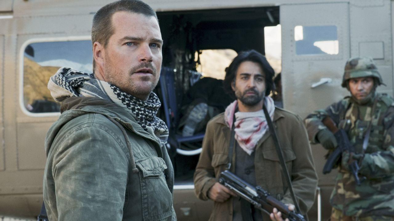 Wird er Kensi aus den Händen der Taliban befreien? Callen (Chris O'Donnell, l.) auf einer seiner schwersten Missionen ... - Bildquelle: CBS Studios Inc. All Rights Reserved.