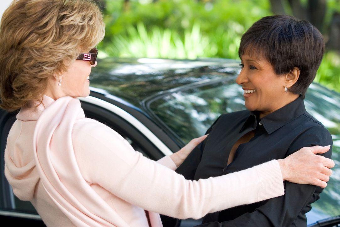 Violas (Jane Fonda, l.) Plan steht fest: Sie tut alles, um als schlimmste Schwiegermutter der Welt die Verlobte ihres Sohnes in die Flucht zu schlag... - Bildquelle: Warner Bros. Pictures