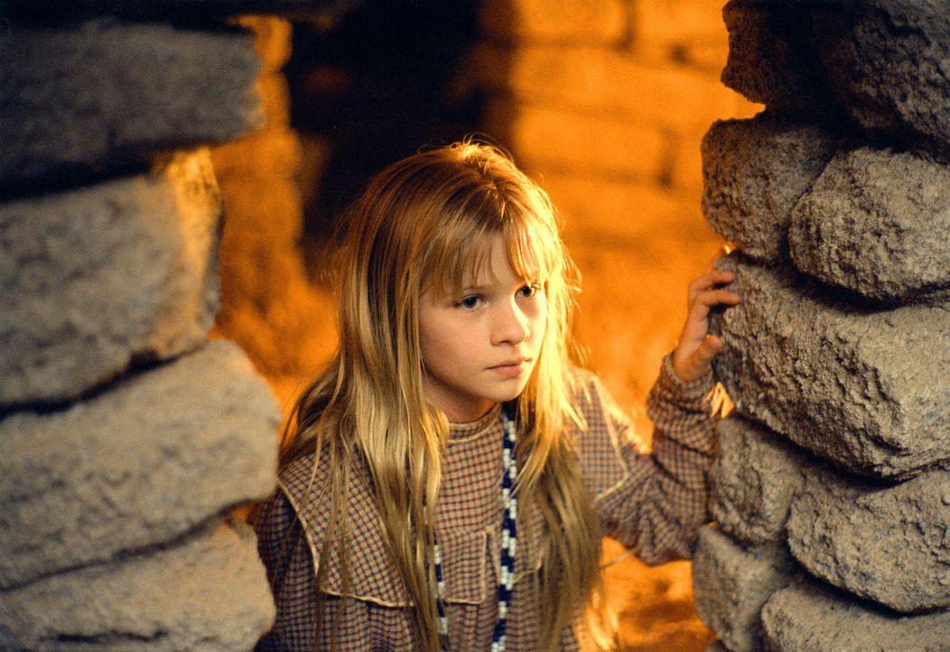 Die kleine Dot (Jenna Boyd) muss mit ansehen, wie der Freund ihrer Mutter grauenvoll zu Tode gequält wird ... - Bildquelle: 2004 Sony Pictures Television International. All Rights Reserved.