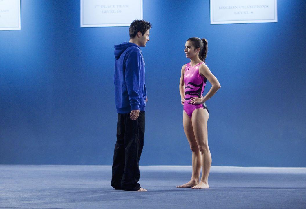 Wird Nick (Cody Longo, l.) akzeptieren, dass zwischen ihm und Kaylie (Josie Loren, r.) nichts laufen wird? - Bildquelle: 2009 DISNEY ENTERPRISES, INC. All rights reserved.
