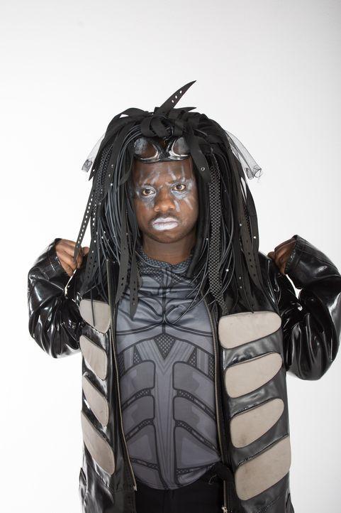 Sein ungewöhnlicher Cybergoth-Style macht Darius zum Kinderschreck und stößt auch unter Gleichaltrigen auf Ablehnung. Kann ihm das Umstyling Team ei... - Bildquelle: Licensed by Fremantle Media Enterprises Ltd.