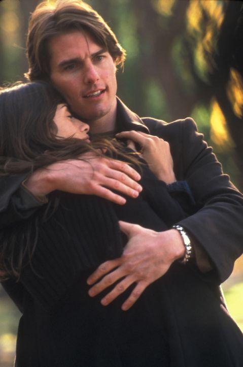 Als David (Tom Cruise, l.) eines Tages die liebenswerte Sofia (Penelope Cruz, r.) kennen lernt, fühlt er sich erstmalig im Bann einer echten Liebe.... - Bildquelle: Neal Preston Paramount Pictures