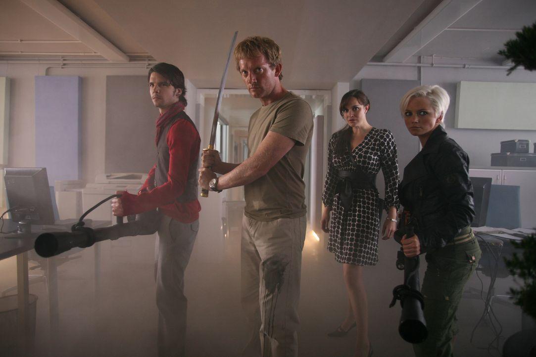 Connor (Andrew Lee Potts, l.), Abby (Hannah Spearritt, r.), Cutter (Douglas Henshall, 2.v.l.) und Jenny (Lucy Brown, 2.v.r.) machen eine schrecklich... - Bildquelle: ITV Plc