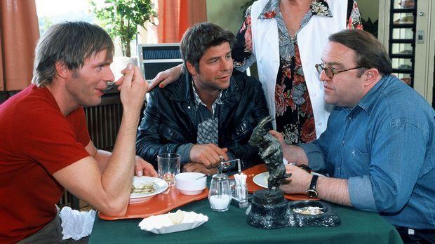Jupp (Uwe Fellensiek, 2.v.l.), Falk (Dirk Martens, l.) und Achim (Gustav Pete...