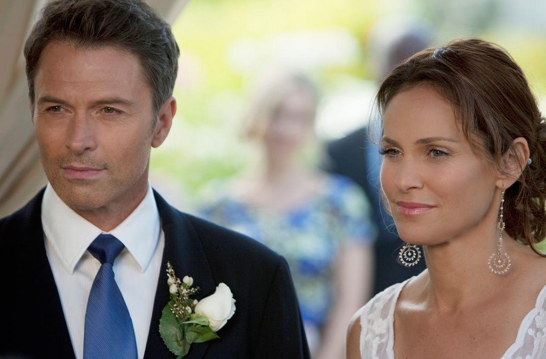 Pete (Tim Daly, l.) und Violet (Amy Brenneman, r.) beschließen überraschend zu heiraten, was Cooper in ein emotionales Chaos bringt ... - Bildquelle: ABC Studios
