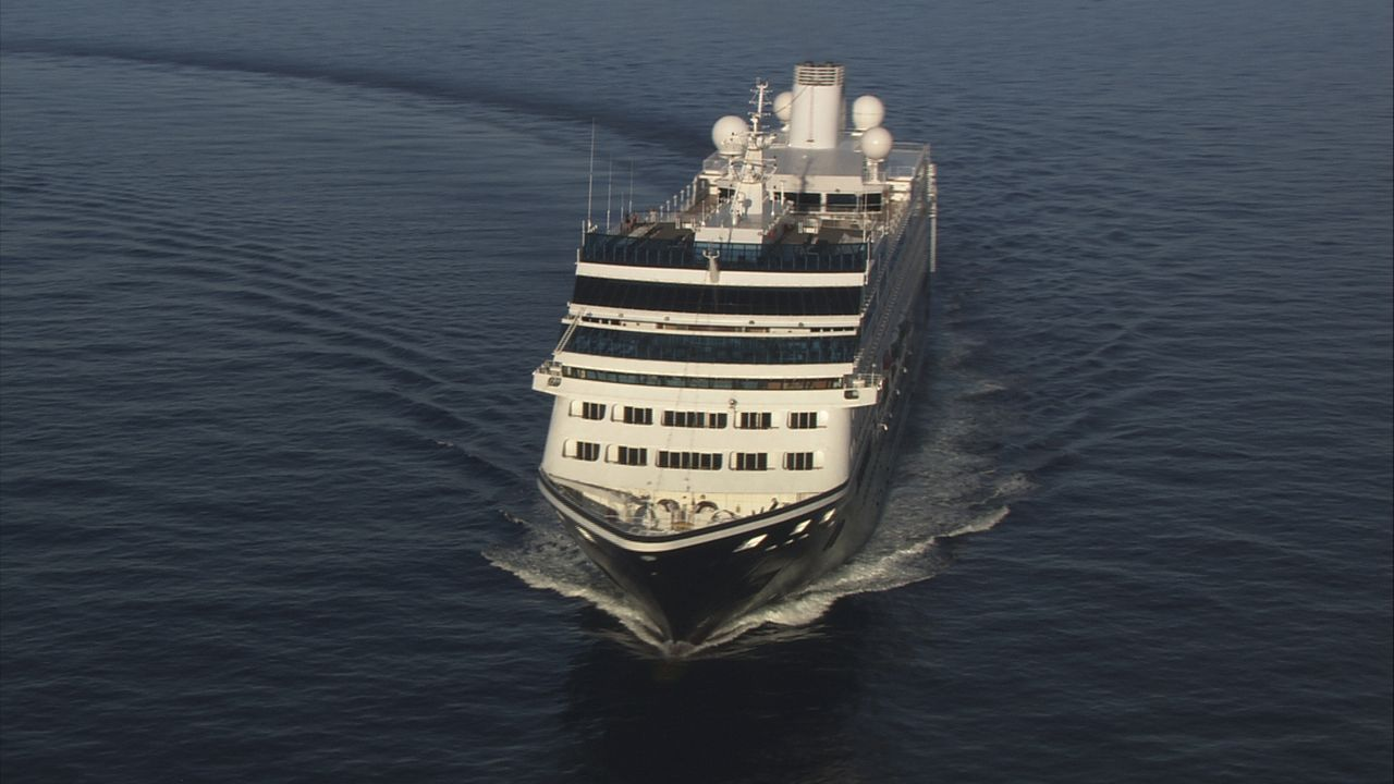 Mit der Azamara Journey reisen Passagiere in das Herz von Asiens spannendsten Metropolen. Das Schiff ist so gebaut, dass es auch enge, windige Fluss... - Bildquelle: Exploration Production Inc.