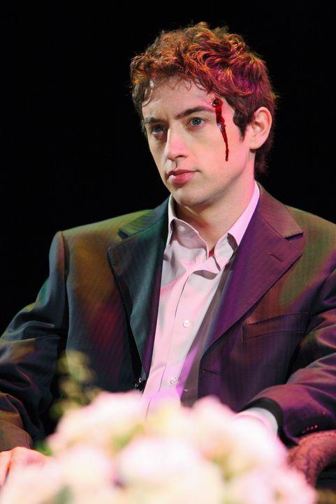 Der Geist von Miles (Johnny Pacar) taucht plötzlich auf. Bei einer Theatervorstellung wurde er auf der Bühne erschossen. Es konnte nie geklärt werde... - Bildquelle: ABC Studios
