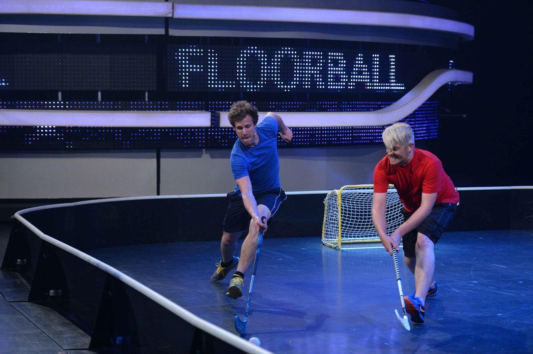 Jetzt zeigt sich, welcher der Spaßmacher das Zeug zum Sportler hat: Luke Mockridge (l.) oder Ross Antony (r.)? - Bildquelle: Willi Weber ProSieben