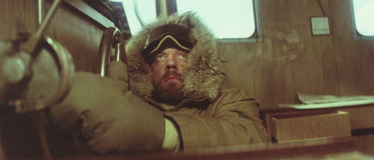 Trotz aller Warnungen macht sich der draufgängerische Frank Lansing (Donald Sutherland), ein amerikanischer Meeresbiologe, auf den gefährlichen We... - Bildquelle: Columbia Pictures