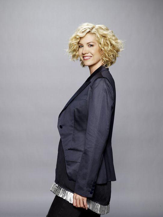 (1. Staffel) - Die junge Filmkritikerin Billie (Jenna Elfman) erwartet ein Baby von einem deutlich jüngeren. Eine Familie, die aus einem Unfall her... - Bildquelle: 2009 CBS Broadcasting Inc. All Rights Reserved