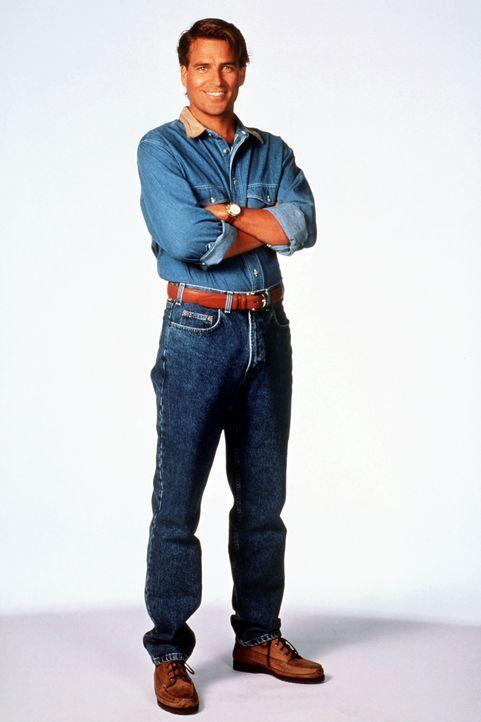 (9. Staffel) - Der etwas spießige Nachbar Jefferson (Ted McGinley) steht zwar eigentlich unter dem Pantoffel seiner Frau, wird aber nach und nach vo... - Bildquelle: Sony Pictures Television International. All Rights Reserved.