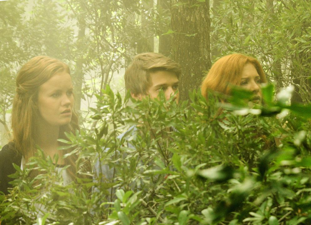 Bilden einen Widerstand gegen Christine: Norrie (Mackenzie Lintz, l.), Joe (Colin Ford, M.) und Julia (Rachelle LeFevre, r.) ... - Bildquelle: Brownie Harris 2015 CBS Studios Inc.