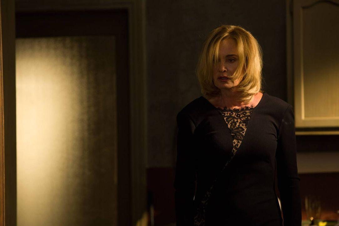 Noch ahnt Fiona (Jessica Lange) nicht, was ihre Tochter plötzlich über sie erfährt ... - Bildquelle: 2013-2014 Fox and its related entities. All rights reserved.
