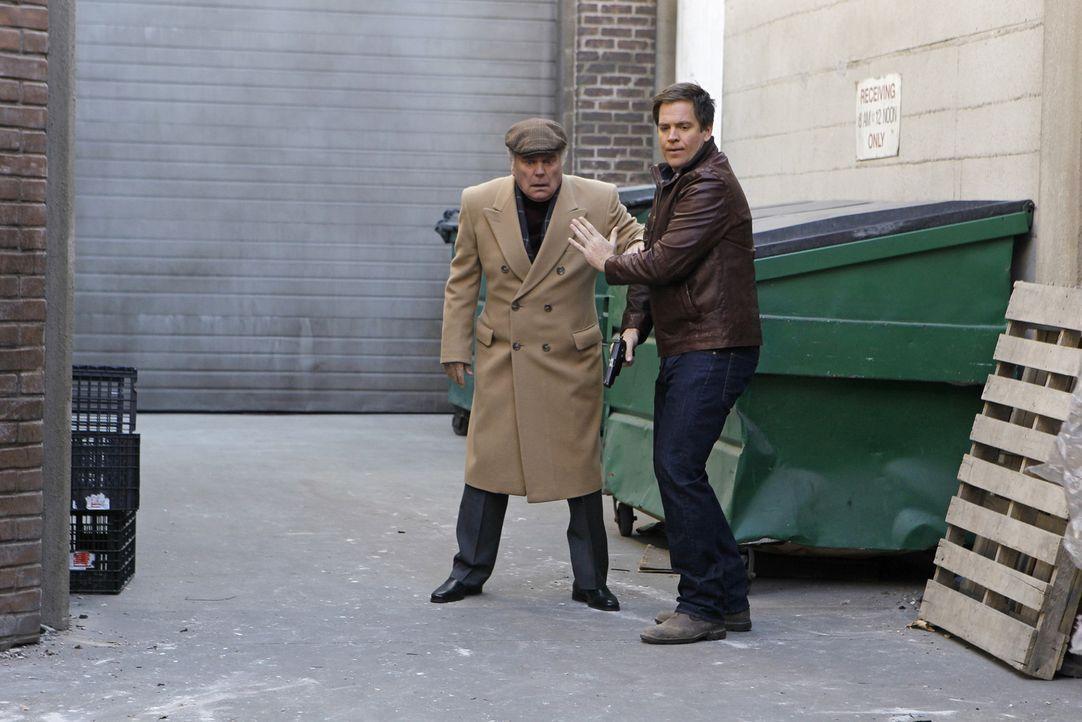 Eigentlich wollten sie sich privat treffen - doch auf einmal finden sie sich mitten in einem Kriminalfall wieder: Tony (Michael Weatherly, r.) und s... - Bildquelle: CBS Television