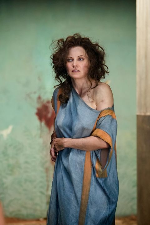 Niemand ahnte, dass Lucretia (Lucy Lawless) den Sklavenaufstand überlebt hat ... - Bildquelle: 2011 Starz Entertainment, LLC. All rights reserved.