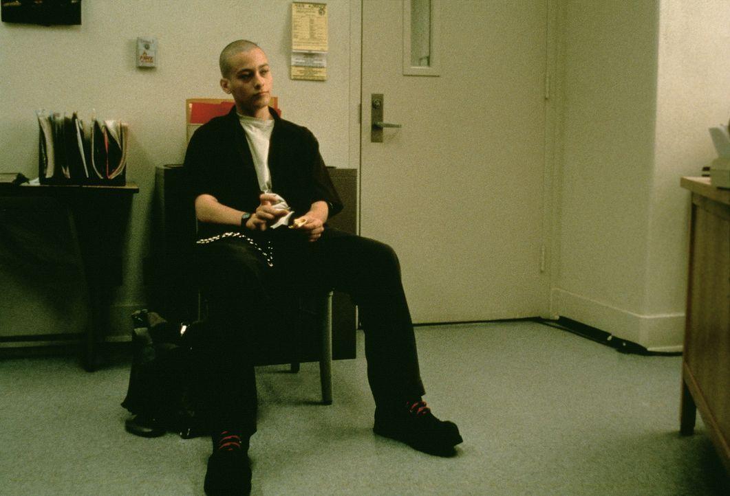Danny (Edward Furlong) ist Mitglied der rechtsextremistischen Szene. Er vergöttert seinen großen Bruder Derek, der drei Schwarze umgebracht hat ... - Bildquelle: Kinowelt Filmverleih