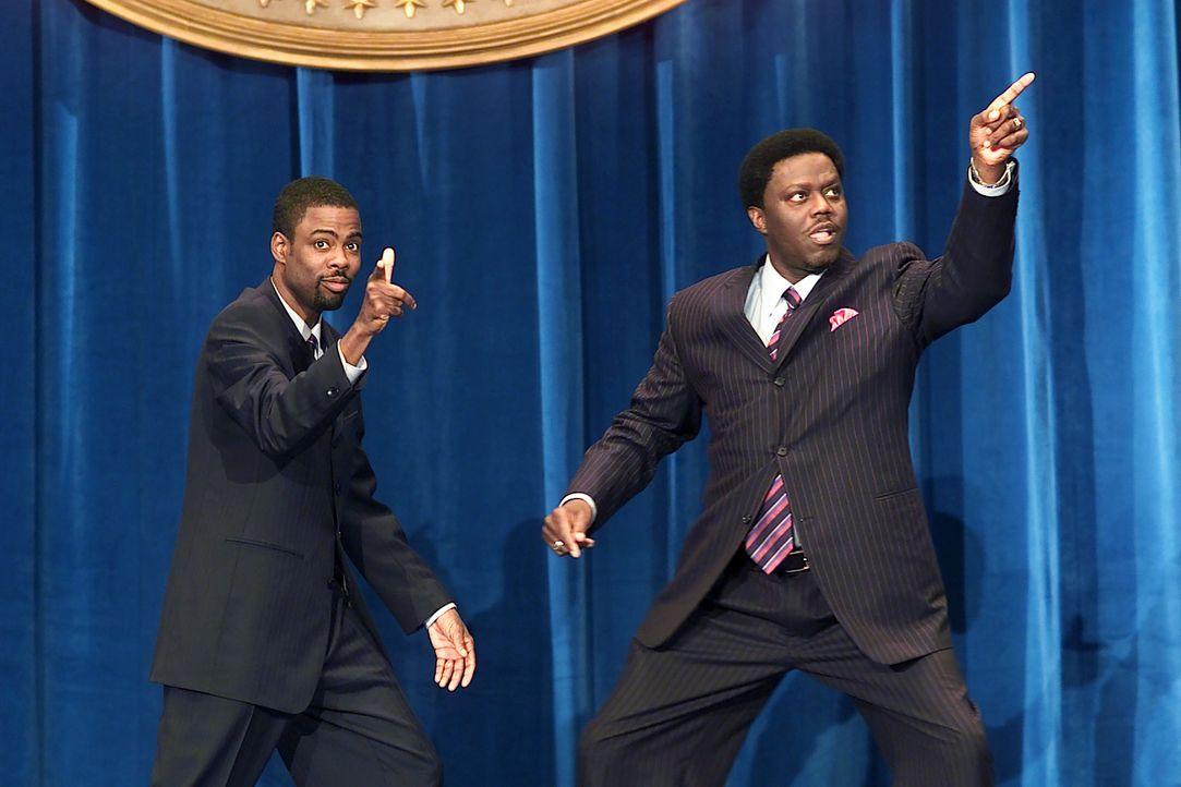 Gemeinsam mit seinem Bruder Mitch (Bernie Mac, r.) macht der Präsidentschaftskandidat Mays Gilliam (Chris Rock, l.) aus der Wahlkampagne eine Mega-F... - Bildquelle: DreamWorks SKG