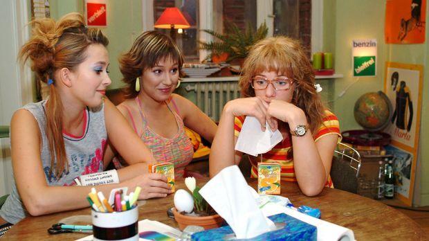 Lisa (Alexandra Neldel, r.) kann auch bei Hannah (Laura Osswald, l.) und Yvon...