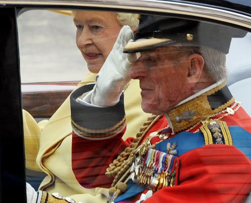 William-Kate-Einzug-Kirche-Queen-ElizabethII-Prince-Philip-11-04-29-500_404_AFP - Bildquelle: AFP