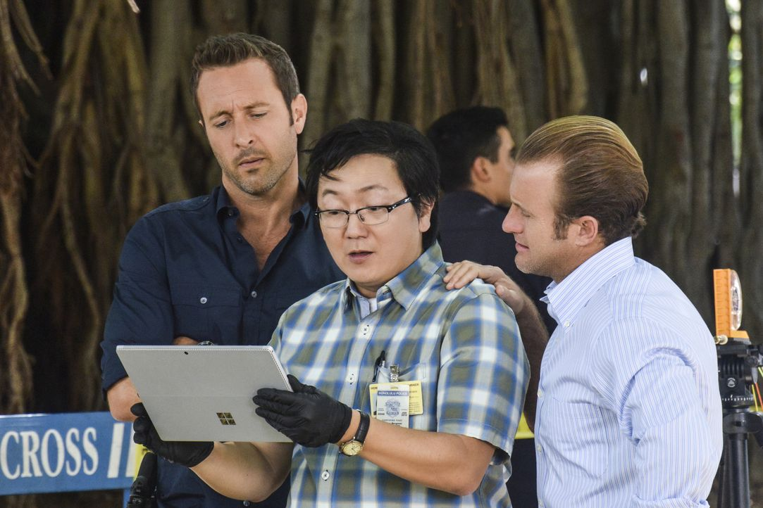 Als Jerrys Freundin plötzlich niedergeschossen wird, müssen Steve (Alex O'Loughlin, r.), Danny (Scott Caan, r.) und Max (Masi Oka, M.) ermitteln, um... - Bildquelle: Norman Shapiro 2016 CBS Broadcasting, Inc. All Rights Reserved