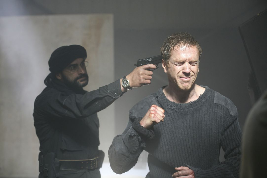 Zu welchen Taten und Überzeugungen konnte al-Qaida Nicholas Brody (Damian Lewis, r.) während seiner acht Jahre Gefangenschaft bewegen? - Bildquelle: 2011 Twentieth Century Fox Film Corporation. All rights reserved.