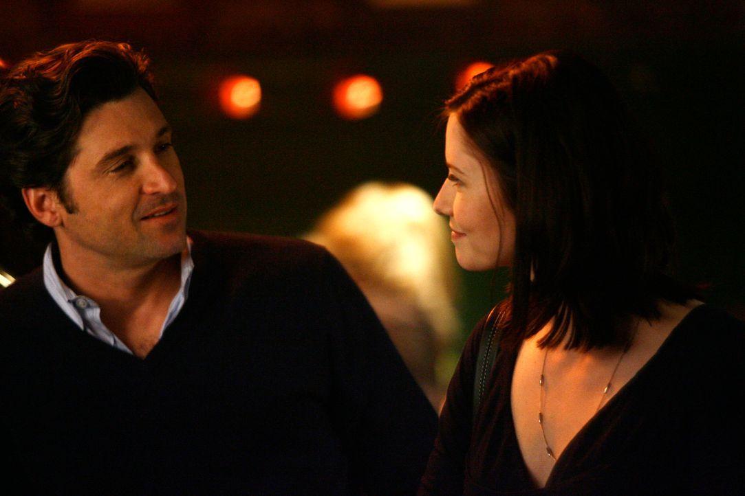 Während Burkes Junggesellenabschiedsparty lernt Derek (Patrick Dempsey, l.) Lexie (Chyler Leigh, r.) kennen, die ihm gerne eine Drink spendieren w - Bildquelle: Touchstone Television
