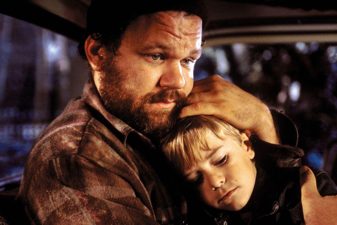 Seemann Dale Murphy (John C. Reilly, l.) ahnt nicht, dass er seinen Sohn niemals wiedersehen wird ... - Bildquelle: Warner Bros. Pictures