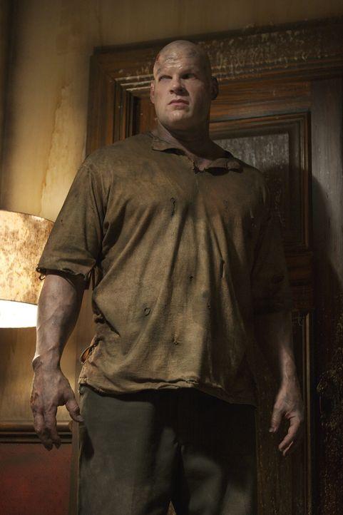 Während die kriminellen Jugendlichen durch die Gänge des riesigen verfallenen Hotels irren, wird Jacob Goodnight (Glen Jacobs) klar, dass er neue Op...