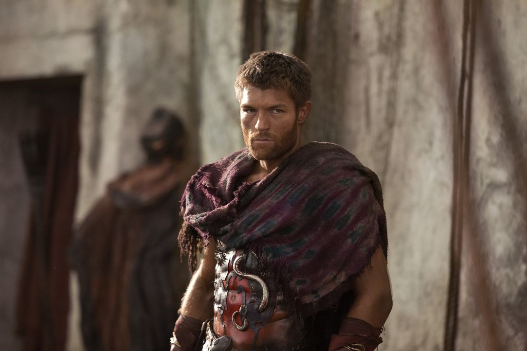 Versucht vergebens Crassus in einen Hinterhalt zu jagen: Spartacus (Liam McIntyre) ... - Bildquelle: 2012 Starz Entertainment, LLC. All rights reserved.