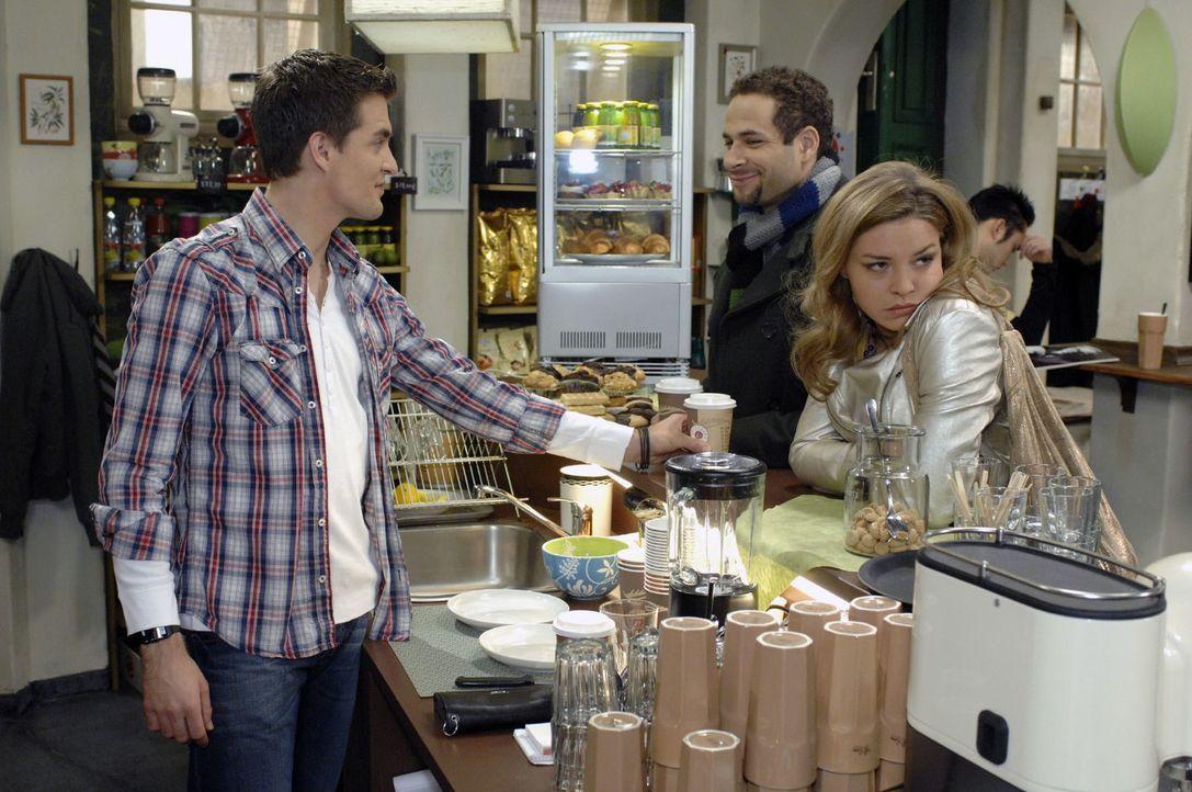 Katja gelingt es nicht, Jannick gegen Jonas und Anna aufzubringen. v.l.n.r.: Lars (Alexander Klaws), Jannick (Mike Adler), Katja (Karolina Lodyga) - Bildquelle: Oliver Ziebe Sat.1