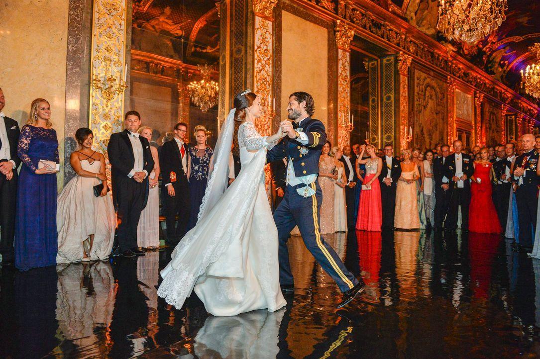 Hochzeit-Prinz-Carl-Philip-Sofia-Hellqvist-15-06-13-15-dpa - Bildquelle: dpa