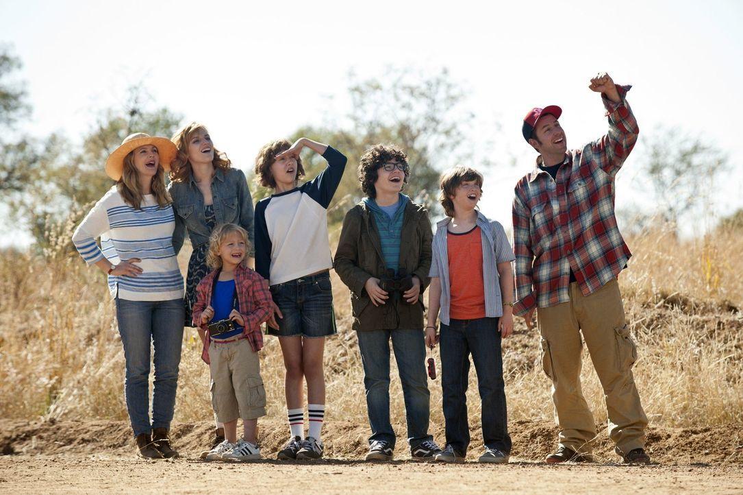 Haben sie eine Chance, eine große Familie zu werden? Lauren (Drew Barrymore, l.) und Jim (Adam Sandler, l.) mit ihren Kindern Hilary (Bella Thorne,... - Bildquelle: Warner Brothers