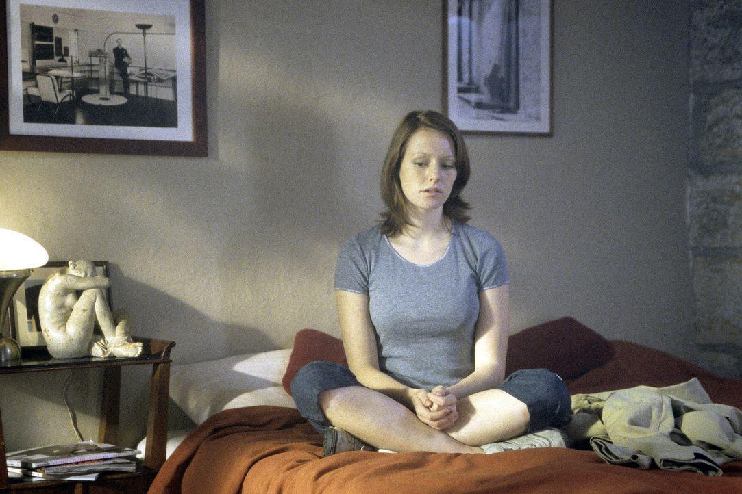 Johanna (Lavinia Wilson) ist überzeugt, dass etwas Schreckliches geschehen ist ... - Bildquelle: Jiri Hanzl Sat.1