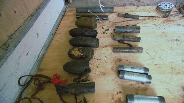 Die Bombenjäger stellen sich heute der Frage, welch explosive Fracht im Wrack...